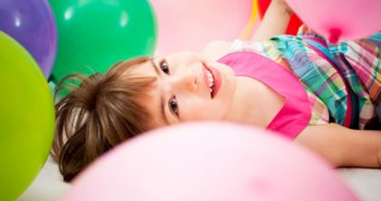 child_with_balloons