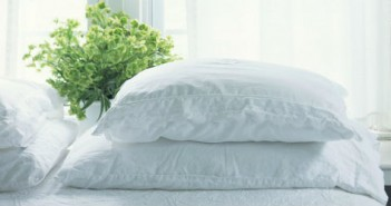 landscape-1427408233-bed-pillows