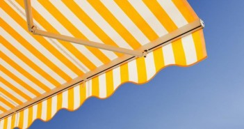 use-clean-canvas-awnings_84affddda38c7826