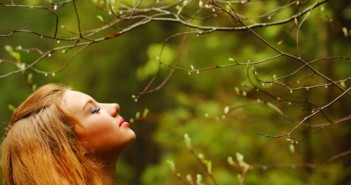 15672-girl-smelling-the-nature-1680x1050-girl-wallpaper