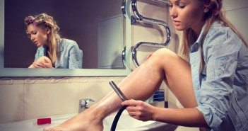Woman-shaving-her-legs-in-the-bathroom