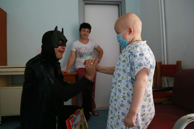 Albanian-Police-Force-Heartwarming-Surprise-to-the-Hospitalized-Children-in-Tiranas-Pediatry-574f419b5f0fb__880