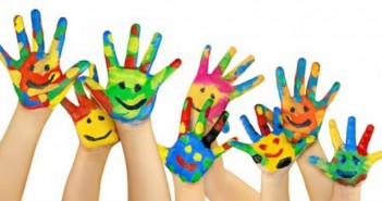 web-photo-many-painted-hands1
